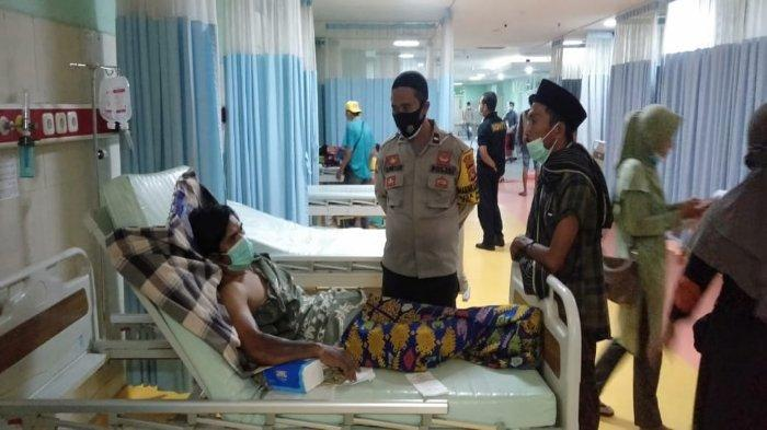 Korban ledakan gas senapan angin terbaring di RSUD Praya