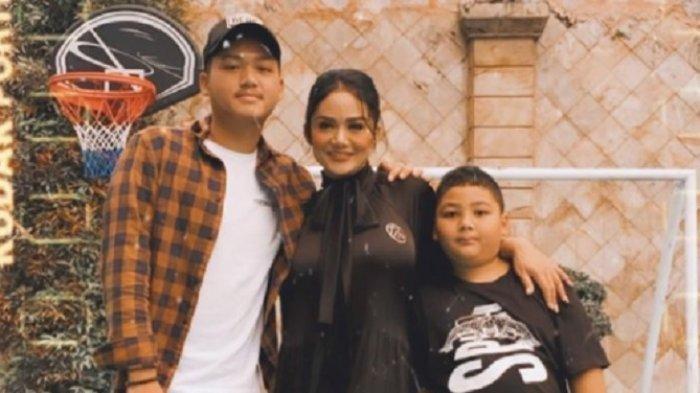 Reaksi Raul Lemos saat Azriel Main ke Rumah Krisdayanti dan Akrab dengan Adik Tirinya