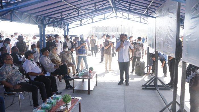 KUNJUNGAN: Anggota Komisi V DPR RI meninjau progres pembangunan Sirkuit Pertamina Mandalika, di Lombok Tengah, Senin (11/10/2021).(Dok. Pemprov NTB)