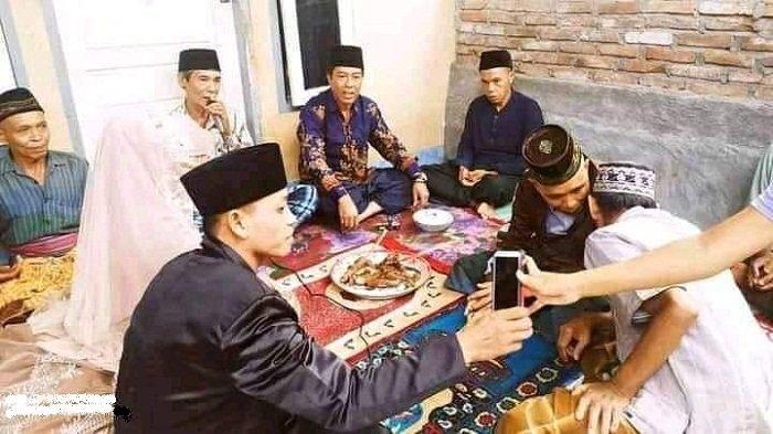 PERNIKAHAN VIRAL: Pernikahan viral di Desa Gunung Rajak, Lombok Timur karena menggunakan maskawin seekor ayam panggang, Senin (2/11/2020).