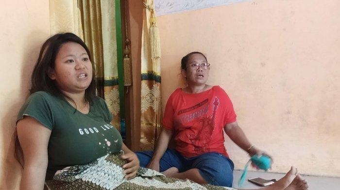 Mutia (21) (kiri), ibu hamil warga Blok Balongan Dua, RT 4 RW 2, Desa/Kecamatan Balongan, Kabupaten Indramayu, yang mengalami pendarahan setelah kilang minyak Balongan meledak dan terbakar, Kamis (22/4/2021).
