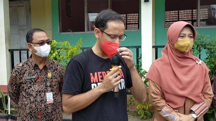 Terkejut Guru di Lombok Honornya hanya Rp 100 Ribu, Menteri Nadiem: Itu Menyakitkan Hati Saya
