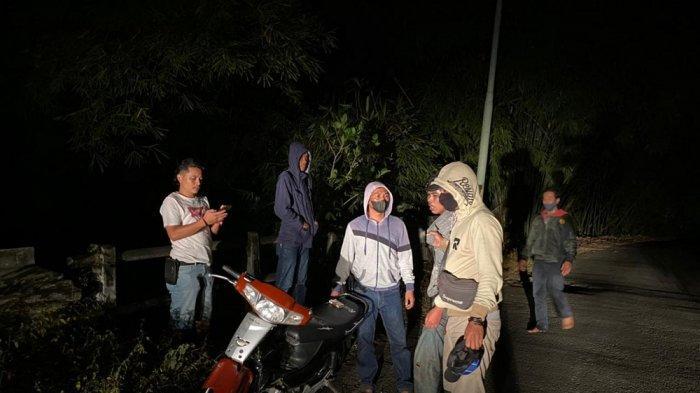 NARKOBA: Penggerebekan transaksi narkoba di Sumbawa Barat, Sabtu (1/5/2021). (Dok. Polres Sumbawa Barat)