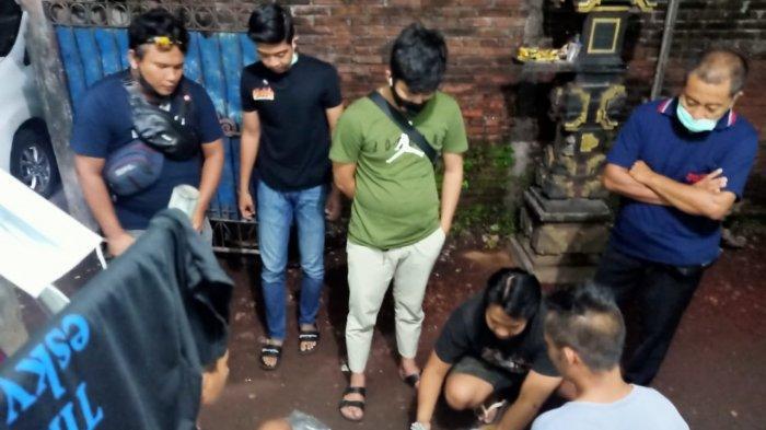 NARKOBA: Tim Satresnarkoba Polresta Mataram menggeledah dan menangkap para pengedar sabu di Mataram, Jumat (7/5/2021), dini hari.