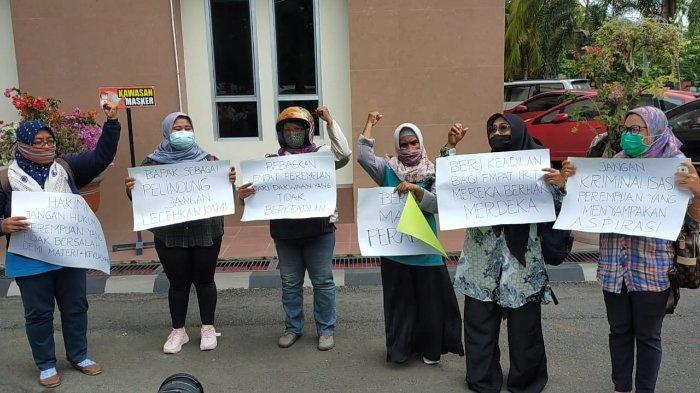 Tiga Desakan Aktivis dalam Kasus Ibu-ibu Lempar Pabrik Tembakau di Lombok