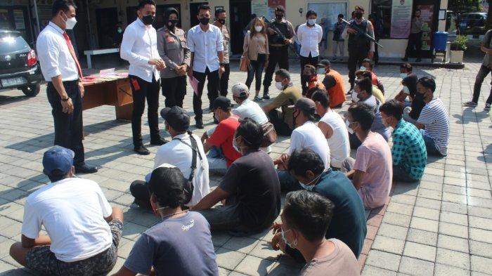 JUMIR LIAR: Para jukir liar yang terjaring razia operasi premanisme dikumpulkan di markas Polresta Mataram, Senin (21/6/2021). (Dok. Polresta Mataram)
