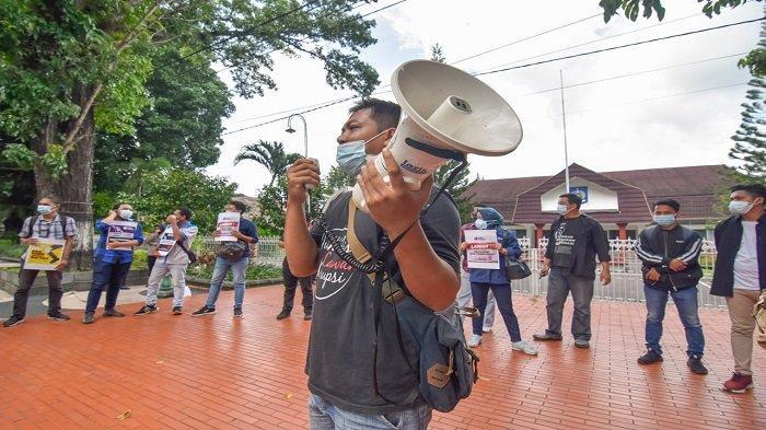 Koalisi Wartawan Mataram Menuntut Kasus Kekerasan Jurnalis Tempo Diusut Tuntas