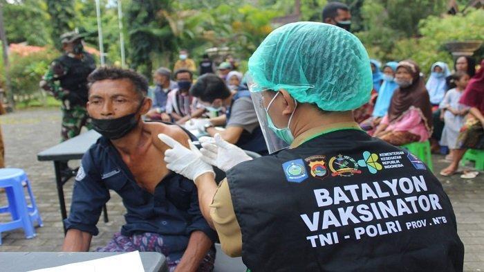 Kejar Target Sebelum Lebaran, Petugas Vaksin Lombok Barat Keliling Cari Lansia