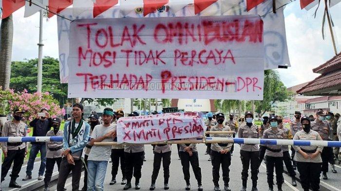 BREAKING NEWS: Mahasiswa Demo Tolak UU Omnibus Law, Mosi Tidak Percaya Pada Gubernur NTB & Presiden
