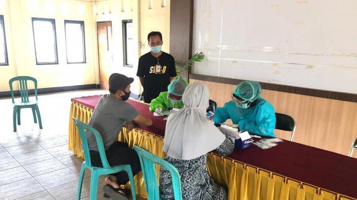 RAPID TEST: Para PTPS di Kota Mataram di-rapid test sebelum pelaksanaan pemilihan 9 Desember mendatang.