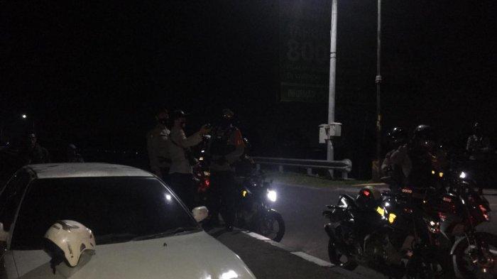 Wartawan Kehabisan BensinSeusai LiputanTengah Malam, Untung Ada Petugas Patroli