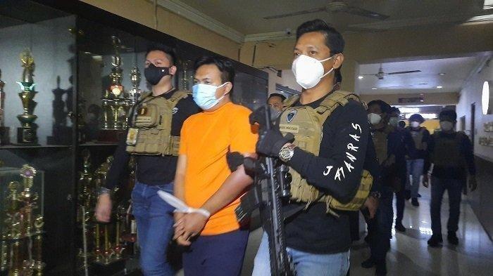 Aksi Penganiayaan Satpam Hotel Terekam CCTV, Korban Dilecehkan di Lift Lalu Dipukul Kunci Inggris