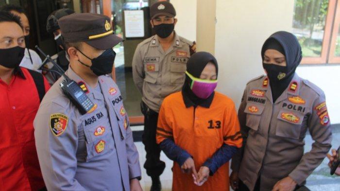 PENCURI: Tersangka pencuri sepeda motor ESW ditahan polisi karena ketahuan mencuri motor warga di Lombok Barat, Rabu (30/6/2021). (Dok. Polresta Mataram)