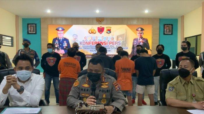 PENCURIAN: Para pencari dan barang bukti yang diamankan Polresta Mataram diperlihatkan saat keterangan pers, Senin (13/9/2021).