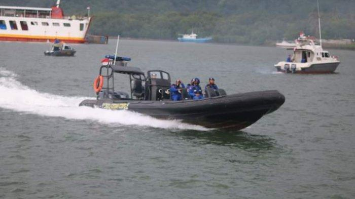 PERAIRAN: Personel Polairud Polres Lombok Barat berjaga di kawasan perairan Sekotong untuk mengantisipasi lonjakan penumpang. (Dok. Polres Lobar)