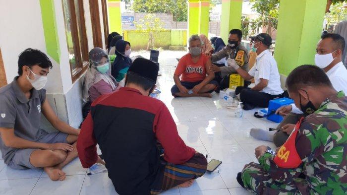 Vaksinasi Lansia di Lembar Lombok Barat: Penyuntikan untuk 20 Orang Ditunda
