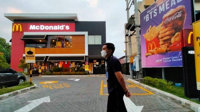 Heboh BTS Meal di Mataram, Sempat Diserbu Pembeli, Outlet McDonalds Dijaga Petugas Keamanan