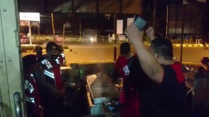 Pedagang Bakso di Mataram Protes Petugas PPKM Darurat saat Diminta Ditutup