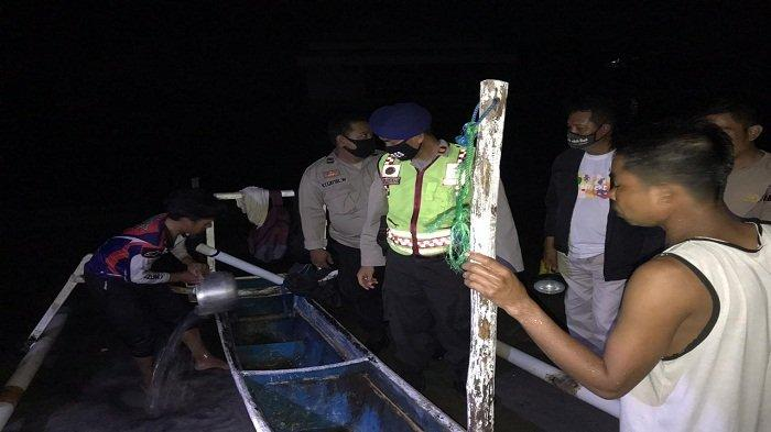 Perahu Terbalik, Dua Nelayan Lombok Teriak dan Didengar Penjual Jagung Bakar