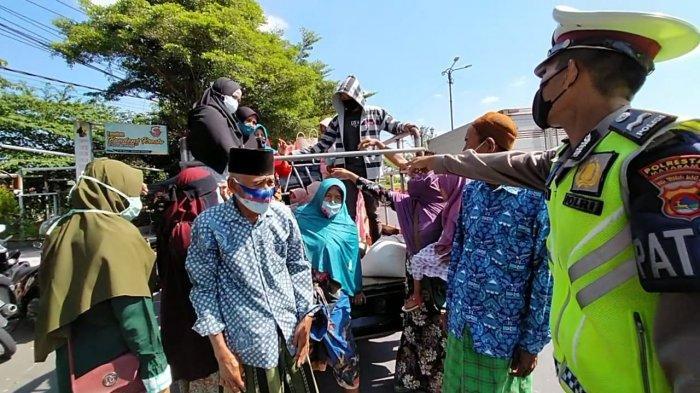 Hendak Rayakan Lebaran Topat, Mobil Pikap Angkut Puluhan Orang Dicegat Polisi