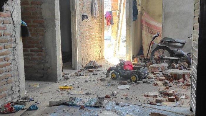 Kakak Adik Tewas Kena Ledakan Petasan Racikan Sendiri, Rumah Hancur dan Korban Terlempar 5 Meter
