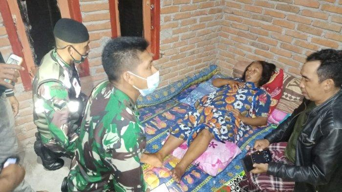Salah seorang warga yang menjadi korban luka-luka dalam bencana angin puting beliung, Rabu (22/9/2021) malam.
