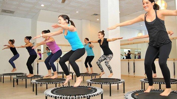 5 Manfaat Latihan Trampolin, dari Peningkatan Detoksifikasi Alami hingga Turunkan Berat Badan