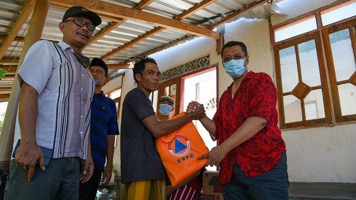 Sambangi Korban Angin Puting Beliung Sumbawa, Gubernur NTB Ingatkan Warga Tetap Waspada
