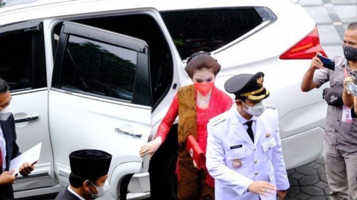 Intip Penampilan Gibran Kenakan Pakaian Dinas Wali Kota, Selvi Ananda Pilih Pakai Kebaya Jawa Merah