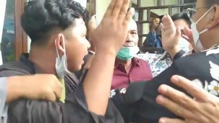 Mensos Risma Marah-Marah di Lombok, Cekcok hingga Tantang Pendemo Tunjukkan Data