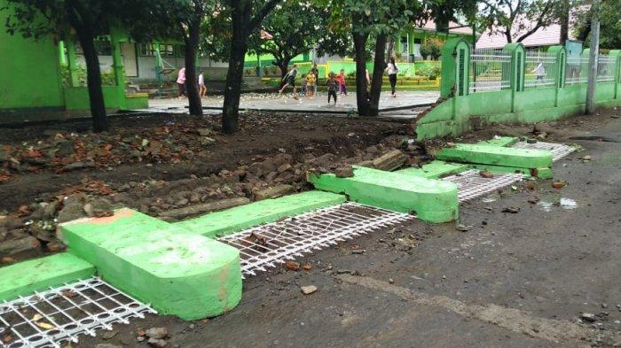 Banjir Lombok Timur Rendam 1.947 Rumah dan Robohkan Tembok Sekolah