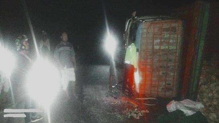 WASPADA Truk Kembali Terguling di Jalur Pusuk Lombok Utara