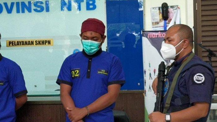 Bartender Gili Trawangan Tertangkap saat Ambil Paket Berisi Ganja di Mataram
