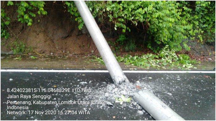ROBOH: Tiang-tiang listrik PLN di Desa Malaka, Lombok Utara yang roboh akibat hujan lebat disertai angin kencang dan longsor, Selasa (17/11/2020).