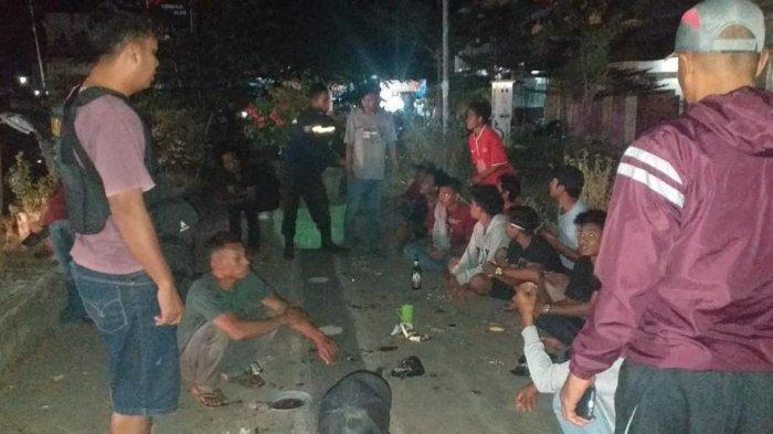 Nongkrong Sambil Bawa Senjata Tajam, Tiga Remaja Sumbawa Diangkut Petugas Patroli
