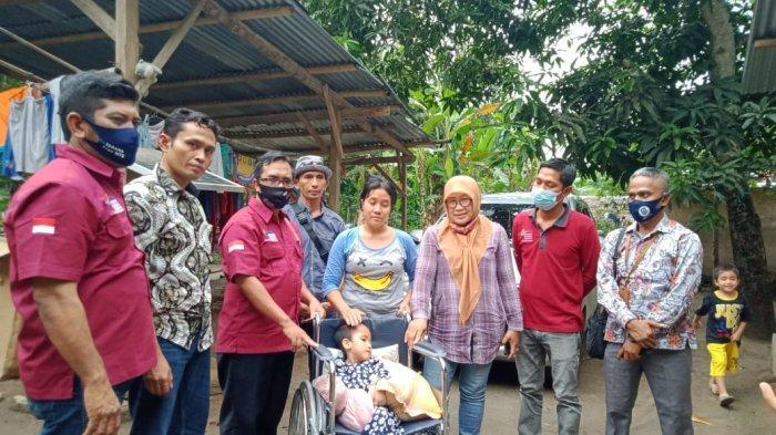 Bocah Hidrosefalus di Lombok Utara Memprihatinkan, Gubernur NTB Berikan Kursi Roda