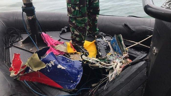 Tim Kopaska TNI AL Temukan Bagian Pesawat Sriwijaya Air SJ 182, Serpihan Badan hingga Pecahan Ban