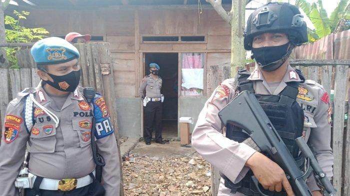 Polisi Geledah Rumah Terduga Teroris di Bima, Tim Temukan Bungkusan Plastik