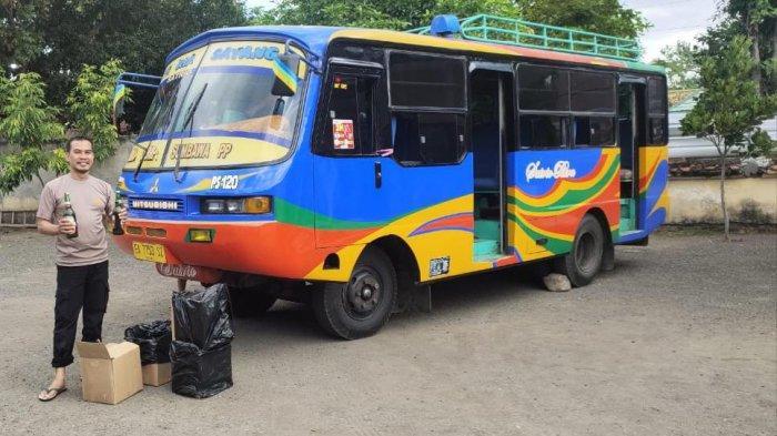 DICEGAT: Tim Polsek Rasnae Timur mengamankan dus-dus berisi miras yang diangkut bus antar kota, Rabu (26/5/2021). (Dok. Polsek Rasane Timur)