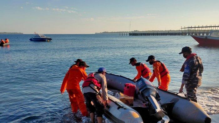 PENCARIAN: Tim SAR gabungan Lombok Utara mencari Wawan, pemuda Gili Trawangan yang hilang saat mencari ikan, Senin (12/7/2021).