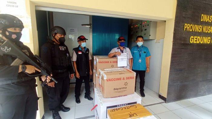 VAKSINASI: Vaksin Covid-19 dikawal ketat Polda NTB, saat tiba di Lombok, Selasa (15/9/2021). (Dok. Polda NTB )