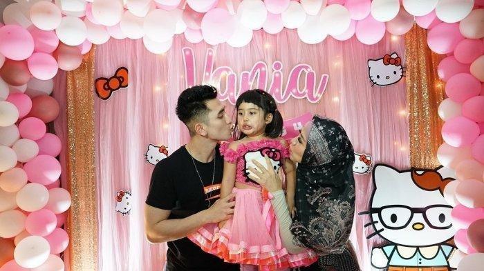 Vania Athabina Ulang Tahun, Verrel Bramasta Rela Jadi Hello Kitty, Lihat Foto-fotonya