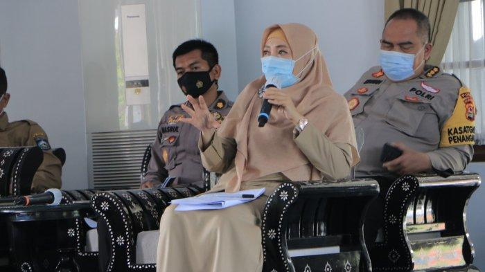 SUDAH KERJA: Wakil Gubernur Provinsi NTB Sitti Rohmi Djalilah sudah mulai memimpin rapat koordinasi penanganan Covid-19, Senin (22/3/2021). Seminggu sebelumnya dia dinyatakan positif Covid-19.
