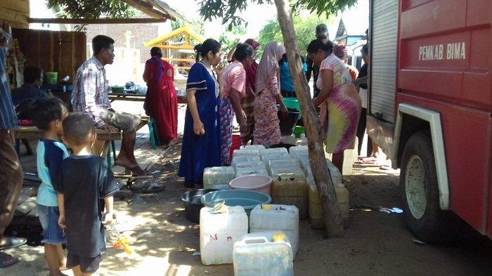 Krisis Air Bersih di Desa Woro, Babinsa di Bima Bantu Warga Pakai Uang Pribadi