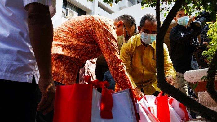 Presiden Jokowi Salurkan 10.000 Paket Sembako kepada Pesantren di NTB