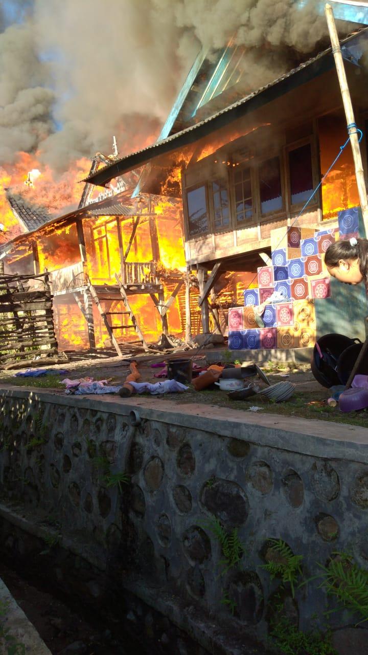 Api membakar rumah warga di Desa Tolowata dan Desa Nipa, Kecamatan Ambalawi, Bima