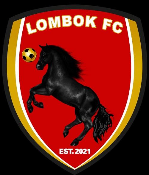 Dengan semangat tempur baru Lombok FC menggunakan lambang kuda hitam yang sedang bermain bola