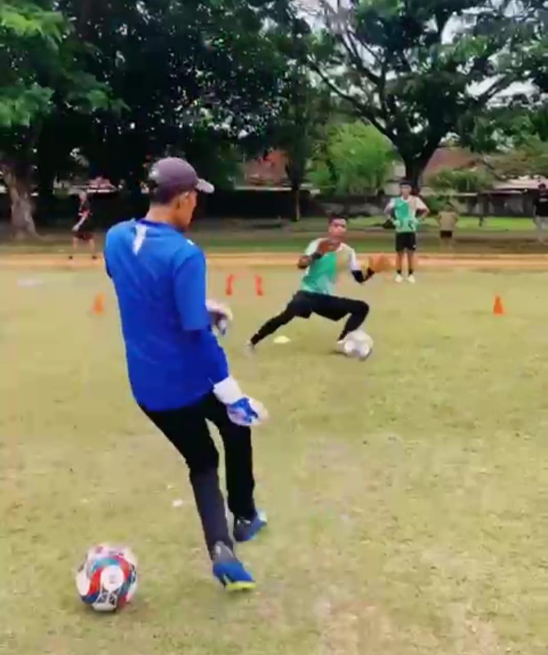 PEMUSATAN LATIHAN: Tangkapan layar video para pemain Lombok FC melakukan pemusatan latihan di Maskas Batalyon Infantri 742/SWY, kompleks TNI AD, di Gebang, Kota Mataram, Kamis (7/10/2021).