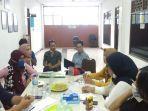 aktivis-koalisi-anti-kekerasan-terhadap-perempuan-berkumpul-di-kantor-lbh-apik-ntb.jpg