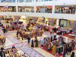 aktivitas-ekonomi-di-pusat-perbelanjaan-lombok-epicentrum-mall.jpg